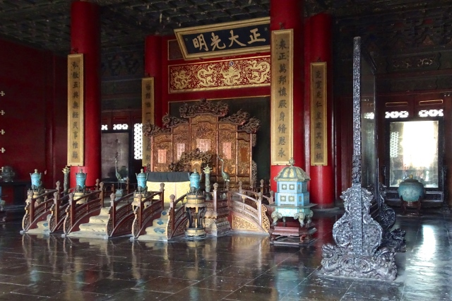 Inside the throne room; DSC00266 © DY of jtdytravels